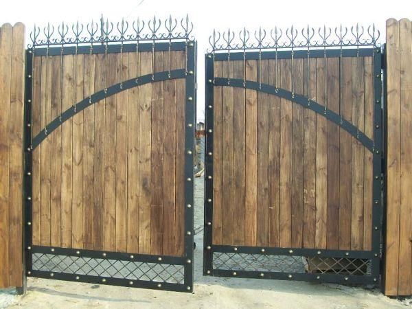 Как вставить деревянное Колпак еЖелезная ворота своими
